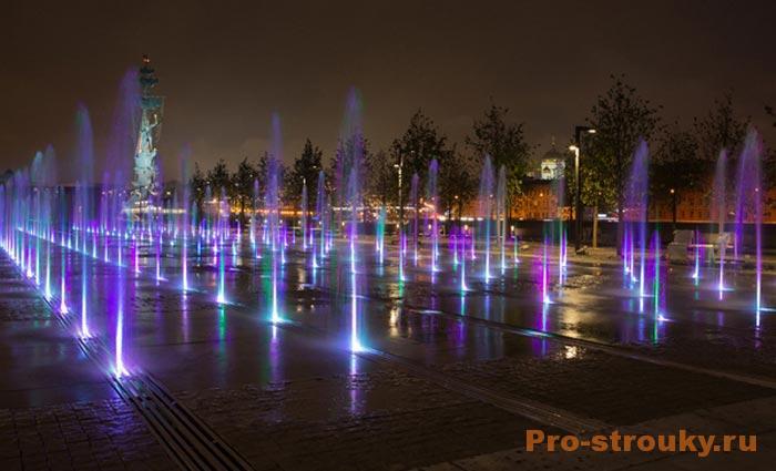 podsvetka-fontanov-i-vodoemov-primenenie-podvodnyx-svetilnikov-2