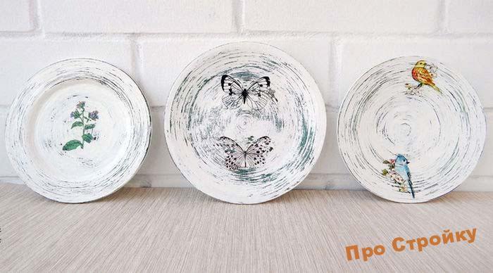 pomeshhaem-na-stenu-dekorativnye-tarelki-foto-originalnyx-intererov-10