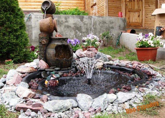 fontan-na-dache-svoimi-rukami-instrukciya-i-vidy-iskussvennyx-vodoemov-4